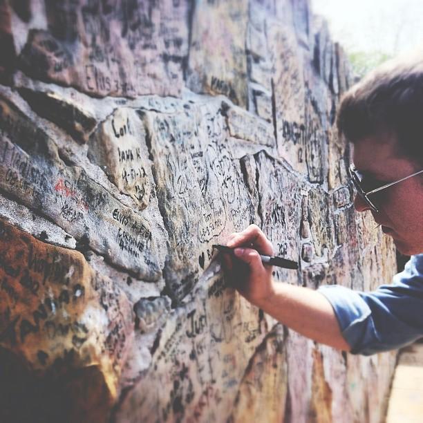 memphis- graceland wall 2
